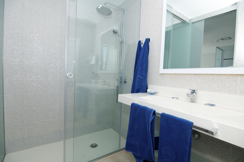 세르바투 푸에르도 아술 - 올 인클루시브(Servatur Puerto Azul - All Inclusive) Hotel Image 22 - Bathroom