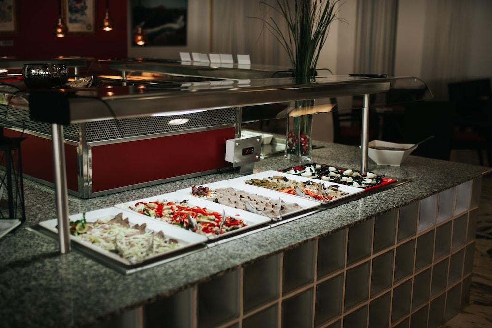 세르바투 푸에르도 아술 - 올 인클루시브(Servatur Puerto Azul - All Inclusive) Hotel Image 71 - Buffet