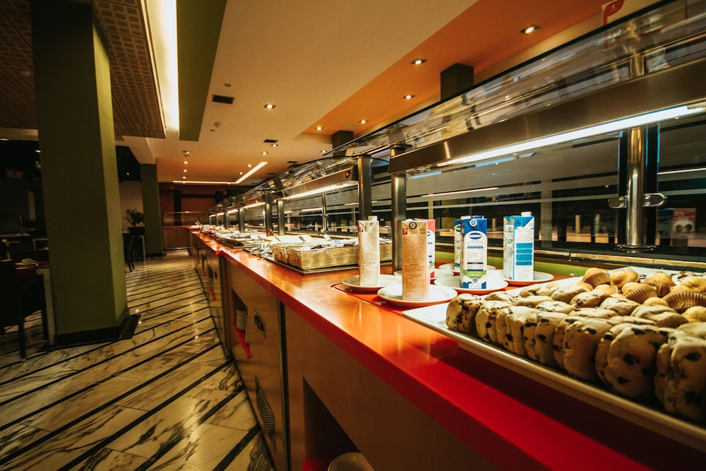 세르바투 푸에르도 아술 - 올 인클루시브(Servatur Puerto Azul - All Inclusive) Hotel Image 52 - Breakfast Area