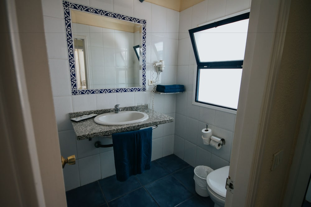 세르바투 푸에르도 아술 - 올 인클루시브(Servatur Puerto Azul - All Inclusive) Hotel Image 24 - Bathroom