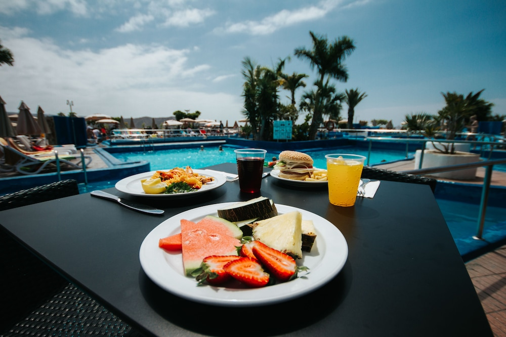 세르바투 푸에르도 아술 - 올 인클루시브(Servatur Puerto Azul - All Inclusive) Hotel Image 102 - Poolside Bar