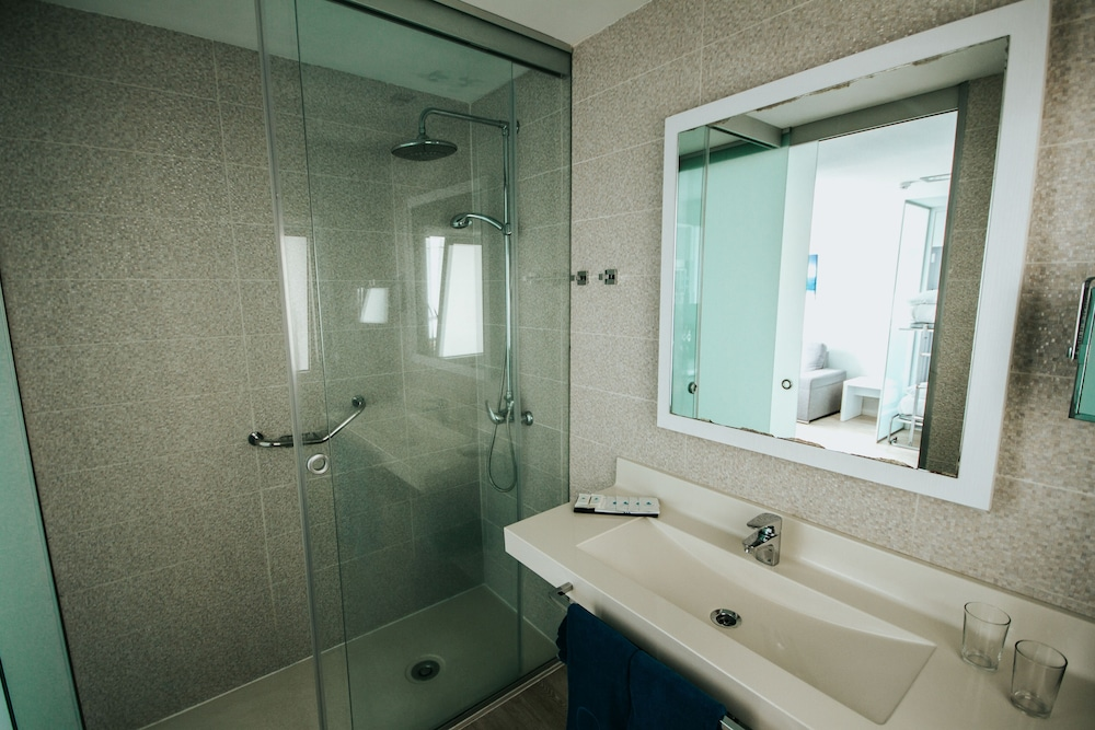 세르바투 푸에르도 아술 - 올 인클루시브(Servatur Puerto Azul - All Inclusive) Hotel Image 25 - Bathroom