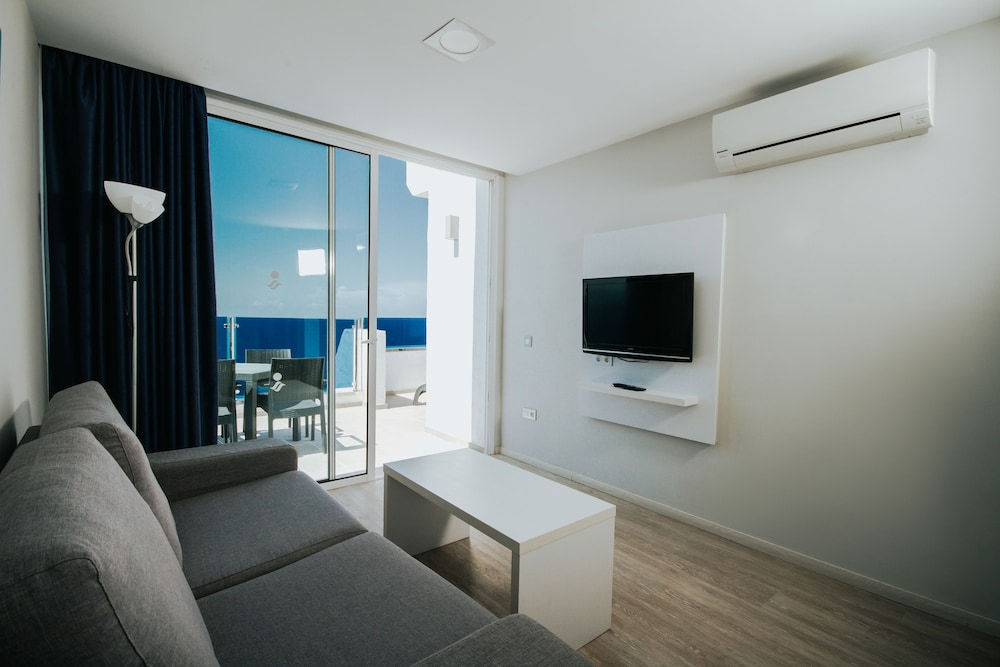 세르바투 푸에르도 아술 - 올 인클루시브(Servatur Puerto Azul - All Inclusive) Hotel Image 17 - Living Area