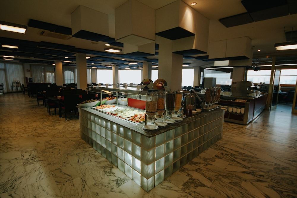 세르바투 푸에르도 아술 - 올 인클루시브(Servatur Puerto Azul - All Inclusive) Hotel Image 53 - Breakfast Area