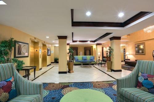 Holiday Inn Express Tower Center, Middlesex
