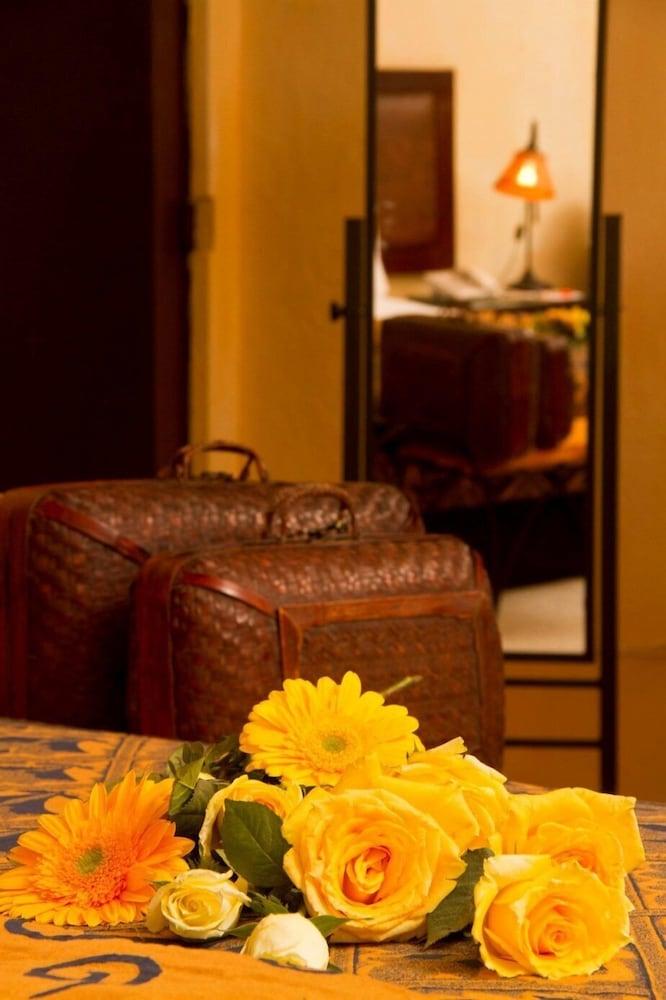 https://i.travelapi.com/hotels/2000000/1160000/1156100/1156088/22b63757_z.jpg