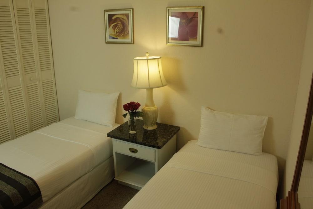 https://i.travelapi.com/hotels/2000000/1160000/1156100/1156088/f204fabb_z.jpg