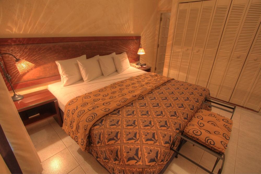 https://i.travelapi.com/hotels/2000000/1160000/1156100/1156088/f33ccde8_z.jpg