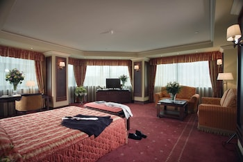 Suite, Corner (Free two way airport transfer.)