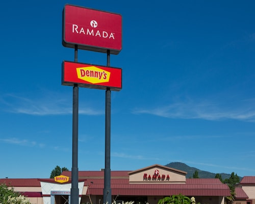 . Ramada Hotel & Conference Center by Wyndham Medford
