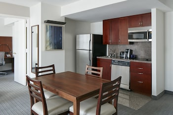 Suite, 1 Bedroom, Kitchenette (a)