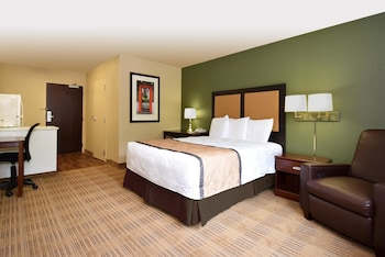 Guestroom at Extended Stay America Baltimore - Glen Burnie in Glen Burnie