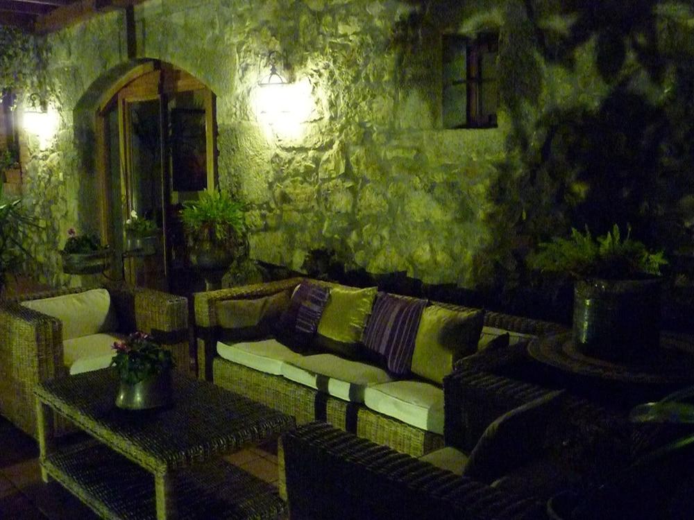 아이레 데 루에스가(Aire de Ruesga) Hotel Image 1 - Lobby Sitting Area