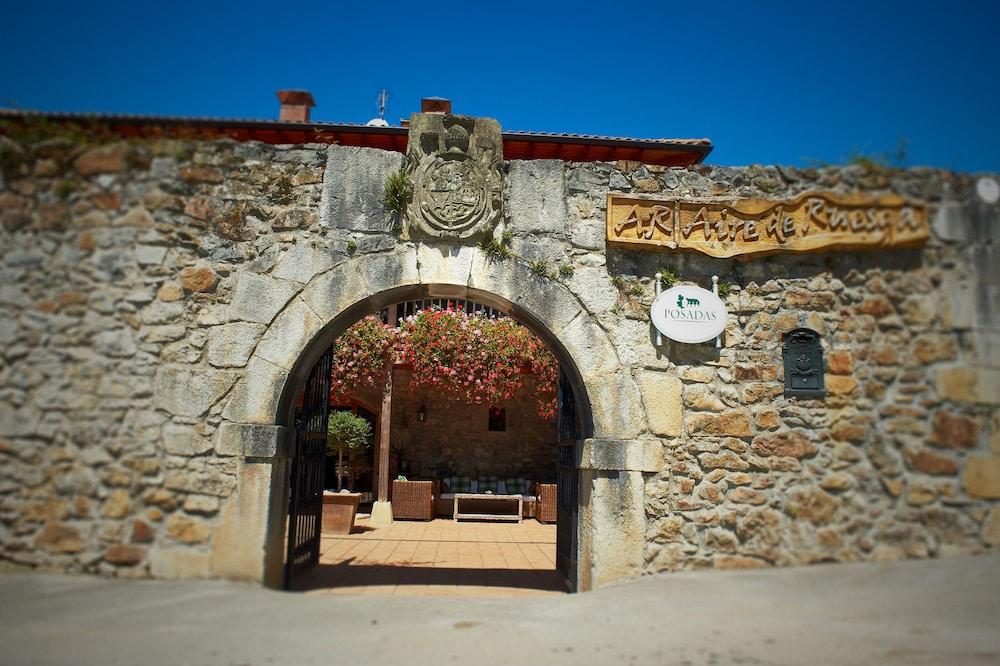 아이레 데 루에스가(Aire de Ruesga) Hotel Image 37 - Hotel Entrance