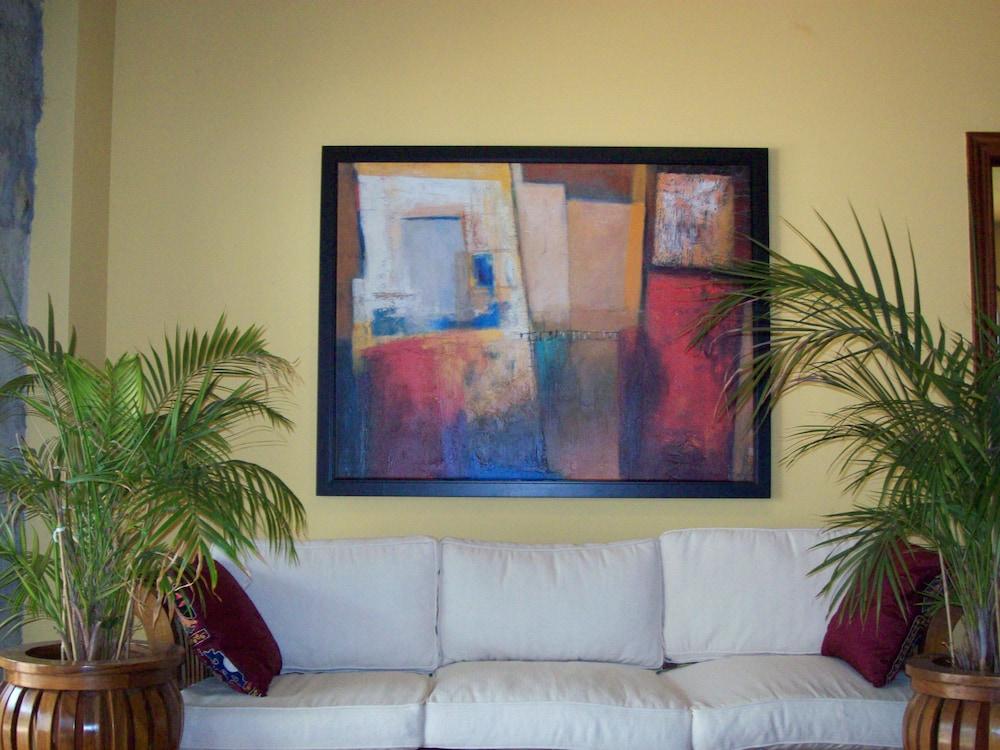 아이레 데 루에스가(Aire de Ruesga) Hotel Image 2 - Lobby Sitting Area