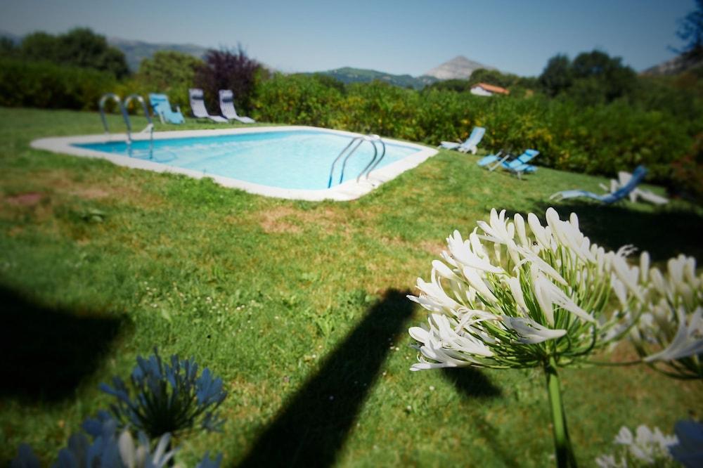 아이레 데 루에스가(Aire de Ruesga) Hotel Image 21 - Outdoor Pool