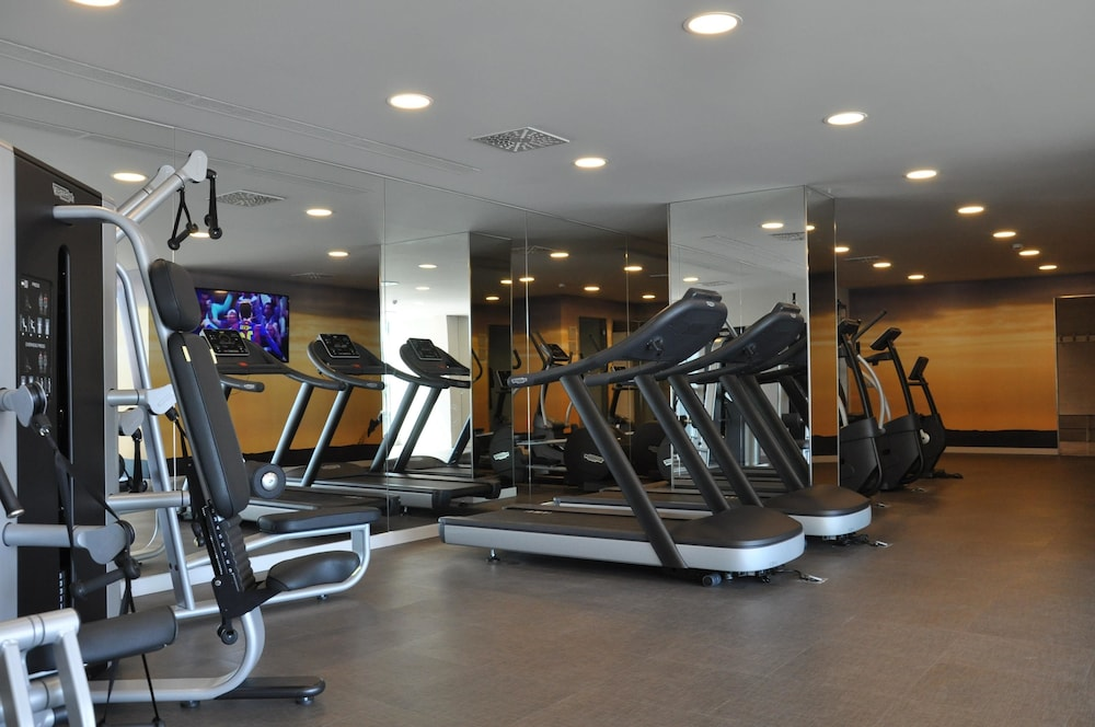 Health and Fitness : Fitness Facility 73 of 142