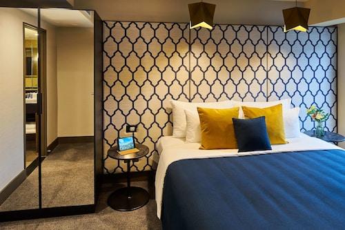 . Bolton Hotel