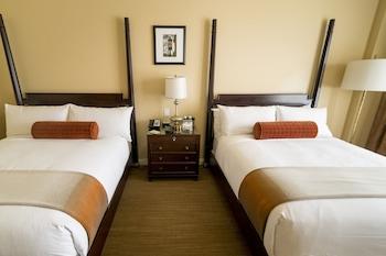 Standard Room, 2 Queen Beds, Balcony, Mountain View
