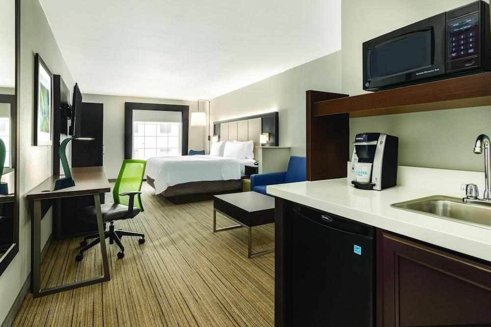홀리데이 인 익스프레스 호텔 앤드 스위트 로턴-포트실(Holiday Inn Express Hotel & Suites Lawton-Fort Sill) Hotel Image 6 - Guestroom