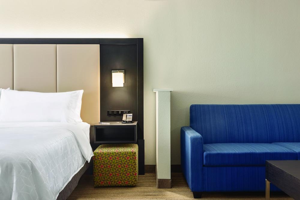 홀리데이 인 익스프레스 호텔 앤드 스위트 로턴-포트실(Holiday Inn Express Hotel & Suites Lawton-Fort Sill) Hotel Image 7 - Guestroom