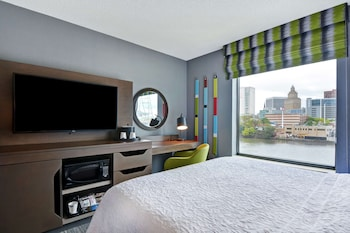 Standard Room, 1 King Bed (City & Water View)