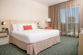 Deluxe Room, 1 King Bed, Partial Ocean View