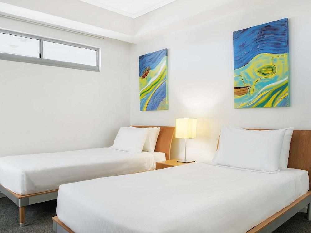 https://i.travelapi.com/hotels/2000000/1170000/1160400/1160303/579b7783_z.jpg