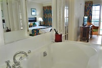 Deluxe Suite, 1 Bedroom, Jetted Tub, Ocean View
