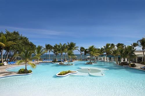 . Coconut Bay Beach Resort & Spa All Inclusive