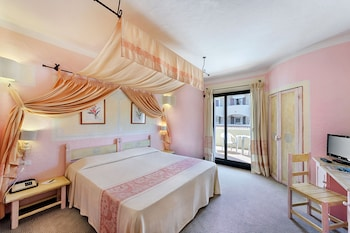 Standard Double Room, Partial Sea View