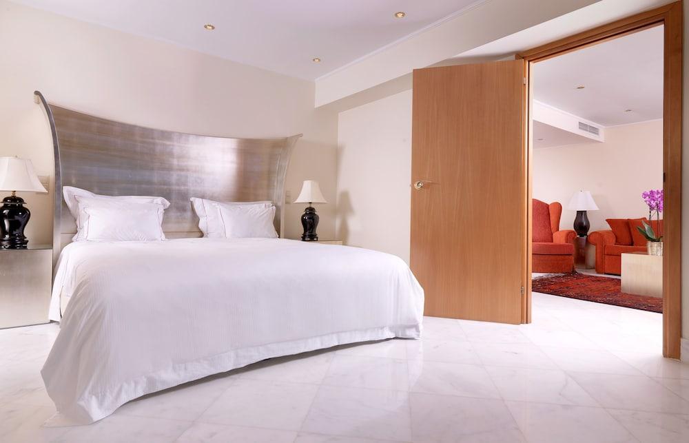 https://i.travelapi.com/hotels/2000000/1170000/1164100/1164026/0f2c8f63_z.jpg