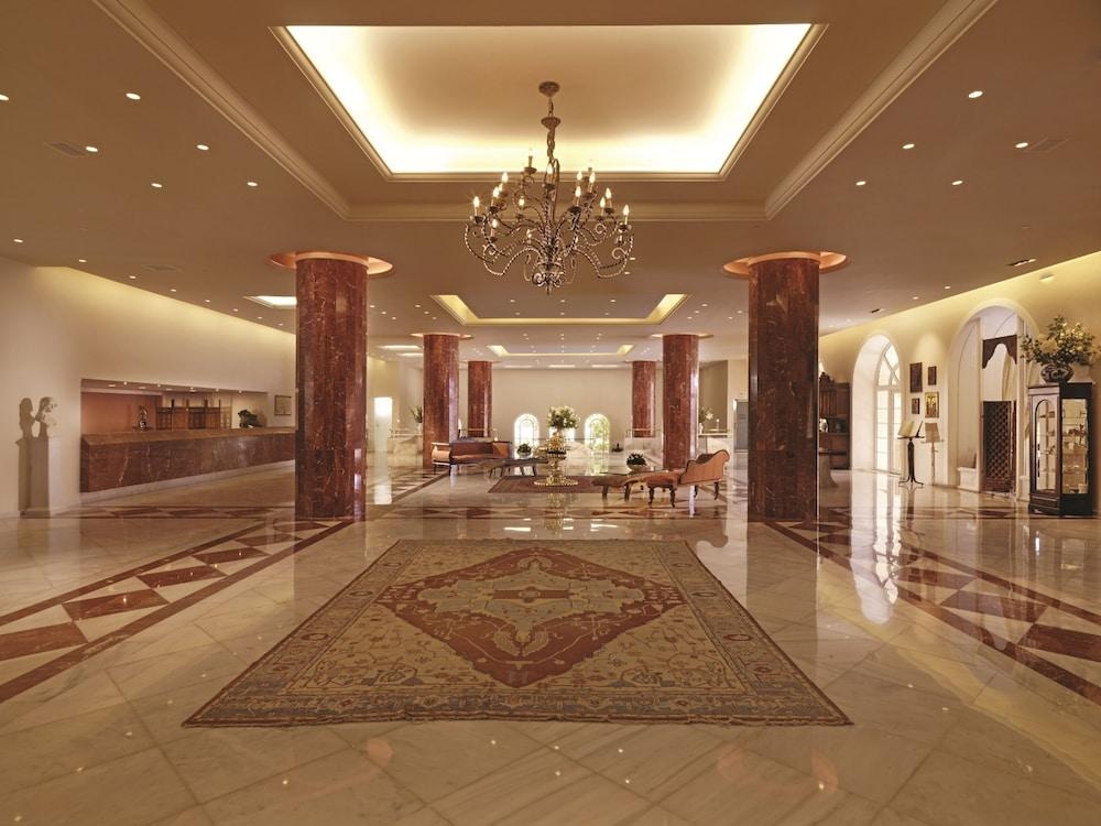 https://i.travelapi.com/hotels/2000000/1170000/1164100/1164026/314d1404_z.jpg