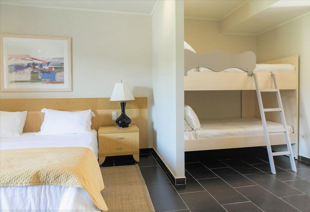 https://i.travelapi.com/hotels/2000000/1170000/1164100/1164026/37de2107_z.jpg