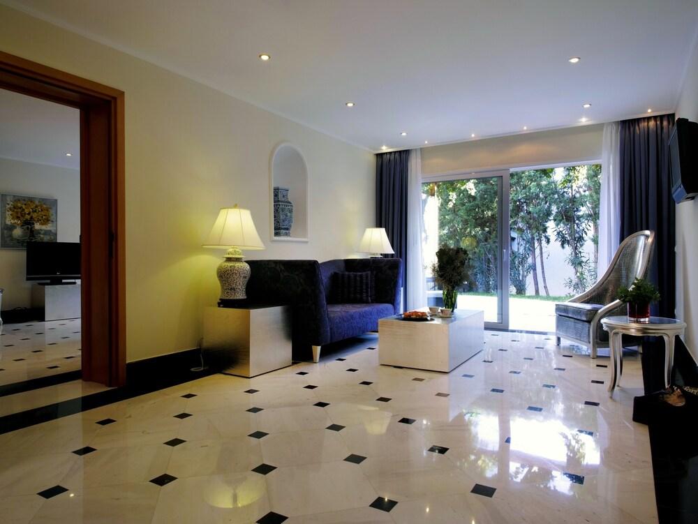 https://i.travelapi.com/hotels/2000000/1170000/1164100/1164026/4cceb242_z.jpg