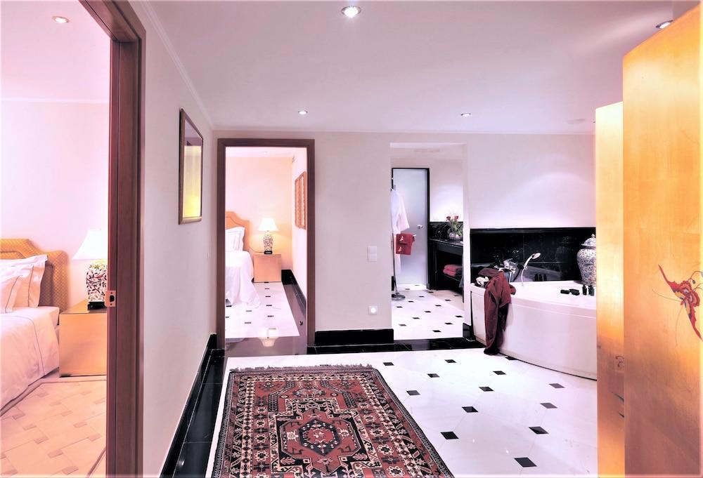 https://i.travelapi.com/hotels/2000000/1170000/1164100/1164026/61730afb_z.jpg