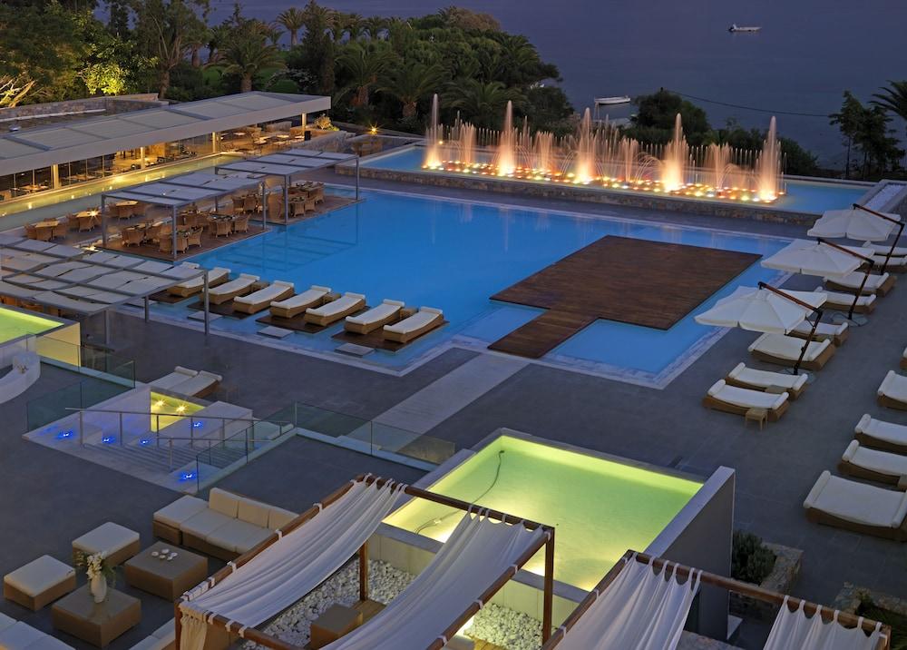 https://i.travelapi.com/hotels/2000000/1170000/1164100/1164026/83209e49_z.jpg