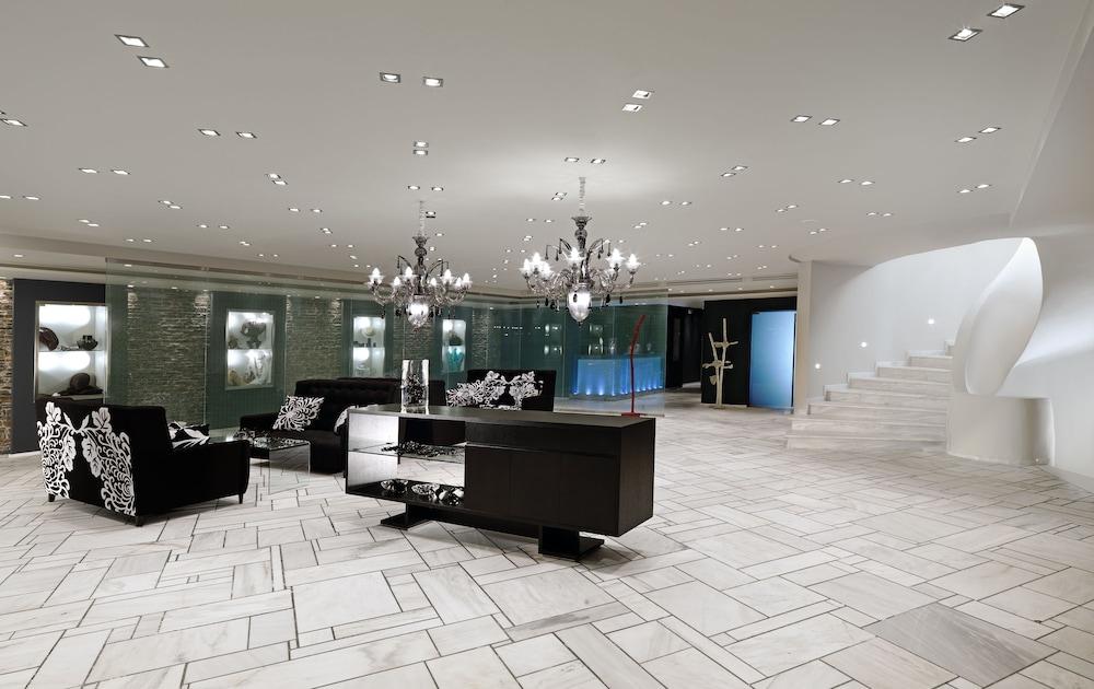 https://i.travelapi.com/hotels/2000000/1170000/1164100/1164026/87315ed0_z.jpg