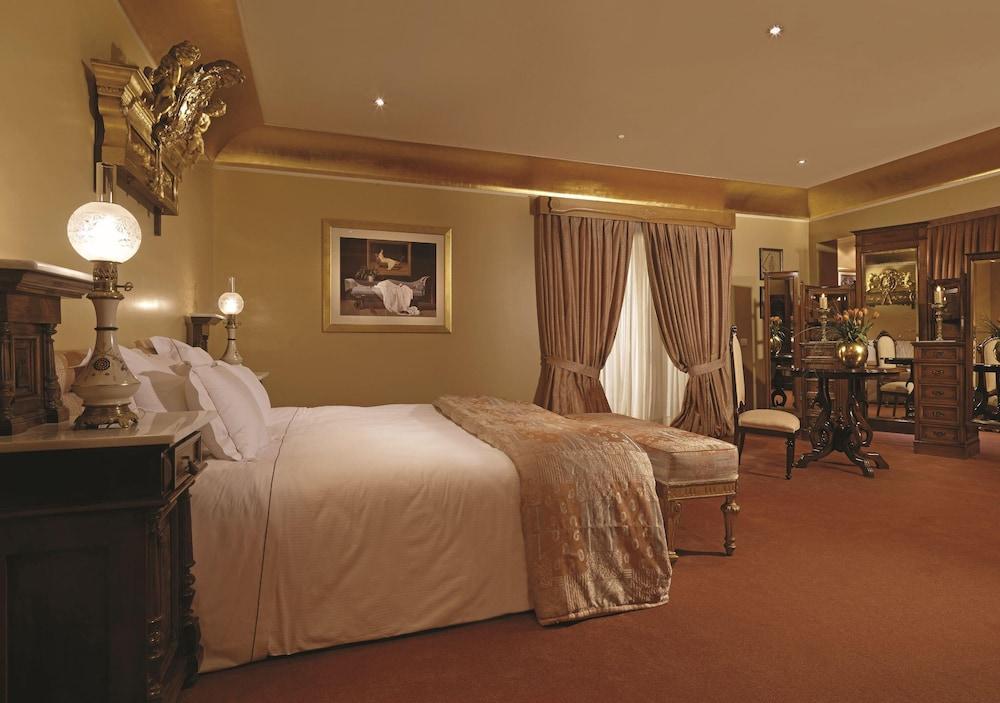 https://i.travelapi.com/hotels/2000000/1170000/1164100/1164026/bbe91eb7_z.jpg