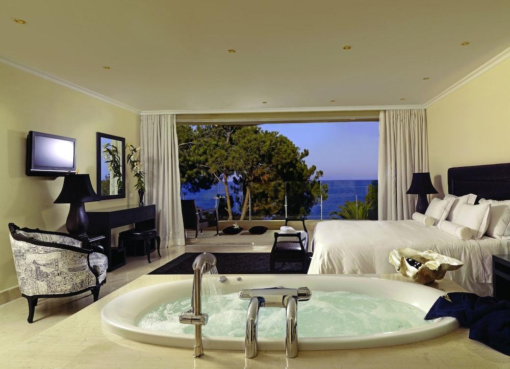 https://i.travelapi.com/hotels/2000000/1170000/1164100/1164026/bc3c9e20_z.jpg