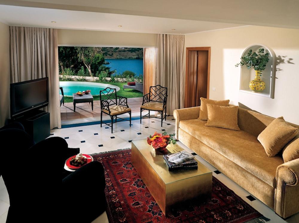 https://i.travelapi.com/hotels/2000000/1170000/1164100/1164026/c043f3ff_z.jpg