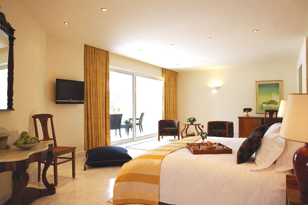 https://i.travelapi.com/hotels/2000000/1170000/1164100/1164026/dac667ca_z.jpg