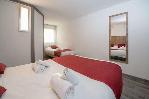 __{offers.Best_flights}__ Brit Hotel Plaisance