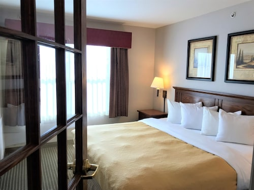 Country Inn & Suites by Radisson, Zion, IL, Lake