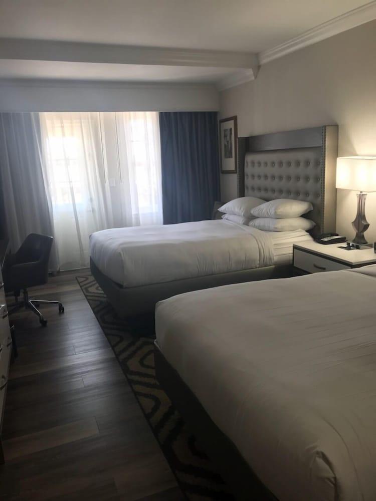 https://i.travelapi.com/hotels/2000000/1180000/1172300/1172240/c58594c9_z.jpg