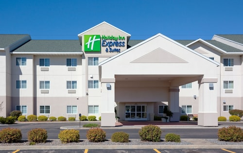 . Holiday Inn Express and Suites Stevens Point, an IHG Hotel