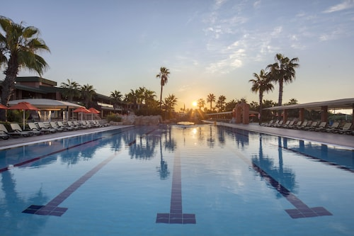 Maritim Pine Beach Resort Belek - All Inclusive, Serik