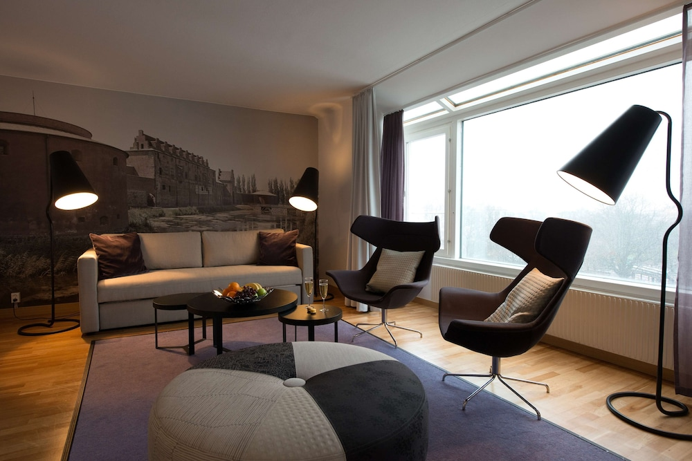 https://i.travelapi.com/hotels/2000000/1180000/1172600/1172600/4fa5dcc7_z.jpg