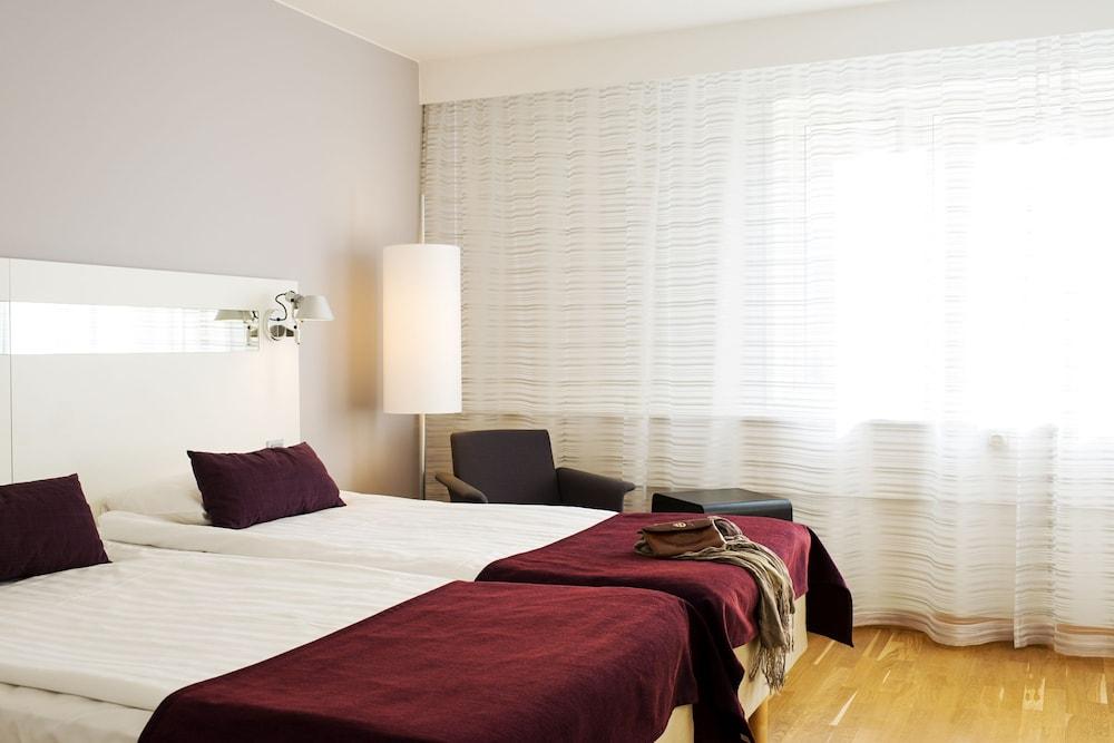 https://i.travelapi.com/hotels/2000000/1180000/1172600/1172600/ae79a6da_z.jpg