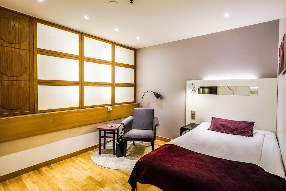 https://i.travelapi.com/hotels/2000000/1180000/1172600/1172600/e09a28fe_z.jpg